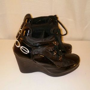 Bebe Womens Black Patent Leather Booties